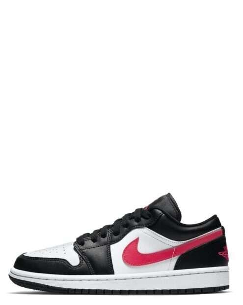 """Vores sorte/røde/hvide Jordan 1 Low """"Black Siren Red"""" giver et klassisk og stilrent look, der stadig skiller sig ud ved det røde Nike ikon"""