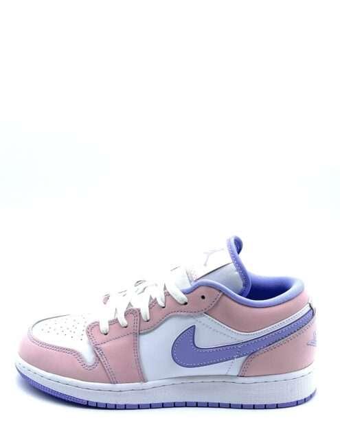 Jorden 1 Low Arctic Punch er en lækker sneaker med en nedtonet pink/orange farve på flere af panelerne